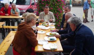 Alternatywne samorządowe Jury przy specjalnym stoliku.