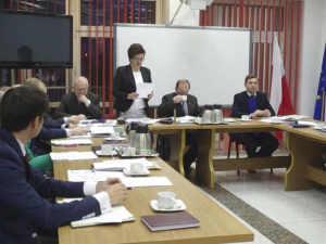 Radna Michalak odczytuje opinię RIO