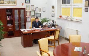 Burmistrz Miasta Lidzbarka Warmińskiego, pan Jacek Wiśniowski w swoim gabinecie