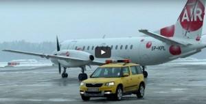 Pierwszy samolot na lotnisku w Szymanach